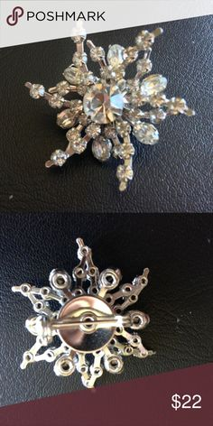 VINTAGE RHINESTONE SNOW FLAKE PIN Gorgeous vintage rhinestones Jewelry Brooches
