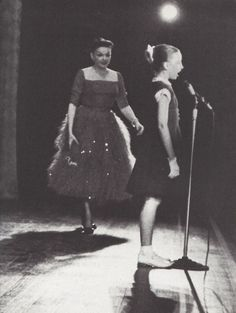 Judy Gardland and daughter Liza on stage together, mid-1950s.