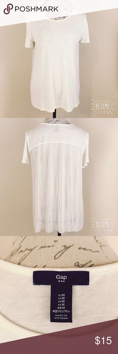GAP pleated back t-shirt, size M GAP pleated back t-shirt, size M. Pre-owned in great condition! GAP Tops Tees - Short Sleeve