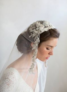 Embroidered and beaded regal juliet veil - Style Embroidered and. Embroidered and beaded regal juliet veil - Style Embroidered and beaded regal juliet veil - Style Bridal Headpieces, Bridal Gowns, Wedding Looks, Dream Wedding, Wedding Veils, Wedding Dresses, Vintage Veils, Bride Veil, Veil Hairstyles