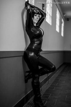 Catwoman #CosplayUniverse Cosplayer: Jessica Nigri