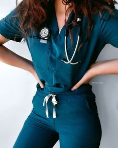 Nurse Aesthetic, Aesthetic Doctor, Aesthetic Clothes, Scrubs Outfit, Scrubs Uniform, Foto Doctor, Stylish Scrubs, Look Fashion, Fashion Outfits