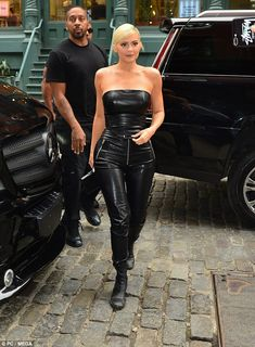 Kylie Jenner is all smiles in sexy all black leather outfit in NYC Kris Jenner, Kendall Jenner, Look Kylie Jenner, Trajes Kylie Jenner, Estilo Kylie Jenner, Kylie Jenner Outfits, Kourtney Kardashian, Kardashian Jenner, Kardashian Style
