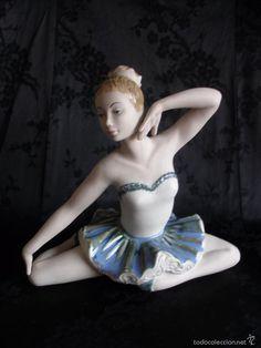 Delicada figura chica bailarina de ballet ensayando porcelana valenciana?
