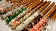 Christmas Pretzel Sticks - Dip pretzel sticks into candy coating and drizzle with sprinkles! #christmas #food