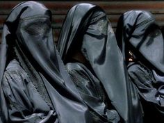 Some day we will look back on this time in history with the same horror as when slavery existed, although slavery in the islamic world exists now. Arab Girls Hijab, Girl Hijab, Lima, Beautiful Outfits, Beautiful Women, Face Veil, Beautiful Mosques, Hidden Face, Islamic World