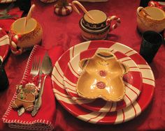 Lady Katherine Tea Parlor: GINGERBREAD and PEPPERMINT DISHES TABLESCAPE
