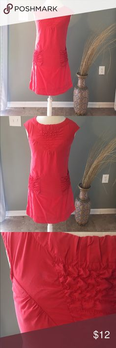 """Inspira Coral Dress with pockets Good condition. Tiny spot of discoloration that should come out in the washer! Has pockets 17.5"""" Pit to Pit 34"""" L Inspira Dresses Mini"""