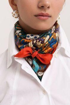 Latest Silk Scarf Ideas Trends for Women in 2018 – Mode Frauen 60 – Scarf Ideas 2020 Ways To Wear A Scarf, How To Wear Scarves, Wearing Scarves, Look Fashion, Autumn Fashion, Womens Fashion, Fashion Tips, Fashion Ideas, Cheap Fashion