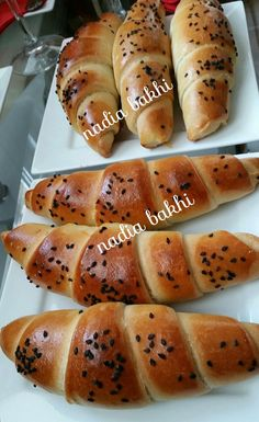 pains farcis - la cuisine de nadia bakhi Ramadan Recipes, Holiday Recipes, Chickpea Salad, Croissants, Beignets, Hot Dog Buns, Hot Dogs, Scones, Parfait