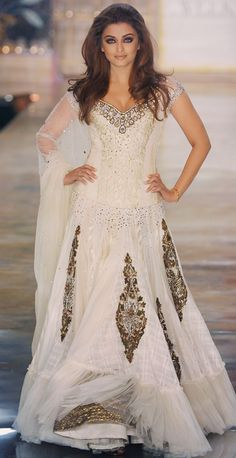 Bollywood style. This would make a gorgeous wedding gown. LOOOOOOVE.