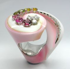 RING SHELL: white gold, 16 diamonds 0,60 ct., 7 tourmalines 3,20 ct. 16OS0028