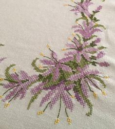 Tiny Cross Stitch, Cross Stitch Cards, Cross Stitch Flowers, Cross Stitch Designs, Cross Stitch Patterns, Peacock Mehndi Designs, Bargello, Embroidery Patterns, Crochet