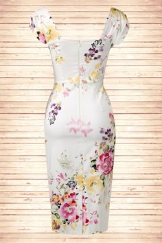 "Top Vintage Retro Boutique - The Pretty Dress Company 50s Cara Seville Dress in Cream Floral Print - This 50s Cara Seville Dress in Cream Floral Print by The Pretty Dress Company is an alluring unique design with a sparkling floral print. Made of a cream coloured flattering firm luxe stretch cotton blend. Short cap sleeves, front and back square neckline, suited for almost all cup sizes. Camouflaging any tummy flaws. With a height of 1.70m/5'7"", hidden zipper and sexy high slit at the back."