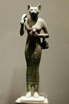 Bronze statue of Bastet.