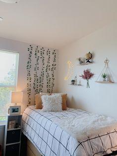 Room Design Bedroom, Room Ideas Bedroom, Bedroom Decor, Bedroom Inspo, Teen Room Decor, Cozy Room, Aesthetic Bedroom, Teen Bedroom Makeover, Bedrooms