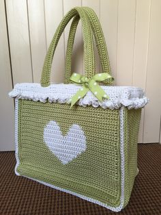 Crochet with Kate: FREE Shopper Tote tutorial on the LoveCrochet blog ༺✿ƬⱤღ✿༻
