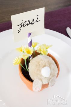 Turn a few cotton balls and felt into a little curious bunny flower pot; perfect Easter decorations or table place cards! Easter Dinner, Easter Brunch, Easter Party, Easter Crafts, Holiday Crafts, Holiday Fun, Holiday Ideas, Hoppy Easter, Easter Eggs