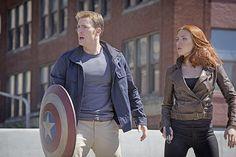 Scarlett Johansson, l'héroïne de Captain America : le soldat de l'hiver, diffusé dimanche 16 octobre, à 20h55, sur TF1, ne déménage pas que sur écran. Hors plateau, elle sait aussi l'ouvrir pour affirmer ses choix. Portrait d'une femme engagée.