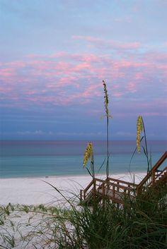 Destin, Florida beach  http://traveldealworld.com/photo-galleries/discover-florida