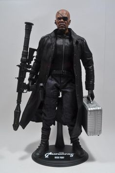 Hot Toys Nick Fury Sixth Scale 1/6th Figure Review