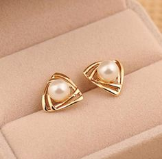 Brincos Simulated Pearl Earrings for Women Crystal Boucle d'oreille Femme Butterfly Fashion Jewelry Stud pendientes bijoux Tag a friend who would love this! Cheap Earrings, Cute Earrings, Unique Earrings, Beautiful Earrings, Earrings Handmade, Emerald Earrings, Pearl Stud Earrings, Crystal Earrings, Silver Earrings