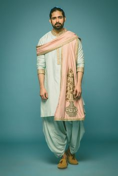 pastel kurta , salmon pink stole, how to drape a stole, silk kurta, gold edges, embroidered stole, pastel, morning function outfitm mehendi outfit