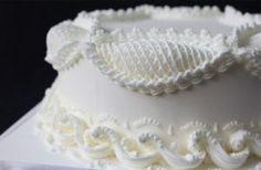 Royal Icing Piping on Cake (Lambeth method) Royal Icing Piping, Royal Icing Cakes, Royal Icing Flowers, Cake Icing, Cake Decorating Techniques, Cake Decorating Tutorials, Fondant Flower Cake, Fondant Bow, Fondant Tutorial