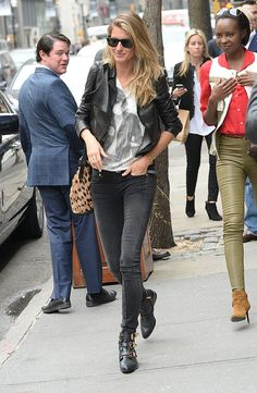 Gisele Bundchen Wearing Jeans and a T-Shirt | POPSUGAR Fashion