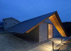 "subtilitas: ""Suppose Design Office - House in Hibaru, Fukuoka Photos © Toshiyuki Yano. Japan Architecture, Residential Architecture, Contemporary Architecture, Amazing Architecture, Architecture Details, Interior Architecture, Interior Design, Facade Design, Roof Design"