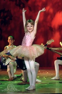 Uptown girls with Brittany Murphy, Dakota Fanning and Jesse Spencer. Dakota Fanning, Uptown Girls Movie, Movies Showing, Movies And Tv Shows, Chick Flicks, Cultura Pop, S Pic, Girl Pictures, Profile Pictures