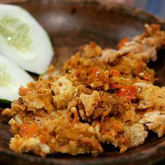Geprek Mas Jahat di Yogyakarta.  Makanan pedas ini adalah favorit masyarakat di Yogyakarta. Karena harga terjangkau dan rasa dijamin njambaaakkk