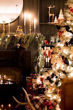 Christmas Night Home Tour Classy Christmas, Christmas Feeling, Christmas Night, Merry Little Christmas, Christmas Holidays, Gold Christmas Decorations, Christmas Wreaths, Holiday Decor, Traditional Christmas Tree