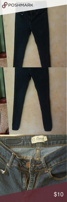 Skinny jeans Blue skinny jeans. Size 3. Mid rise. Barely worn Jeans Skinny
