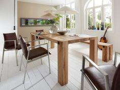"""Leichtigkeit und Massivholz passen beim Esstisch massiv WALES zusammen. Durch die """"leichte"""" Konstruktion des Tisches ohne Rahmen entsteht eine optimale Optik. Armlehnstühle haben viel Platz unterm Esstisch!"""