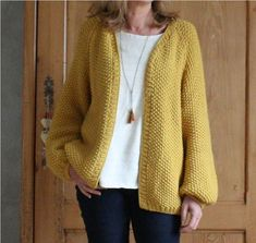 Gilet Sophie B – Alice Hammer - Knitting 01 Crochet Cardigan, Knit Jacket, Crochet Shawls And Wraps, Knit Fashion, Diy Crochet, Knit Patterns, Modest Fashion, Knitwear, Alice Hammer