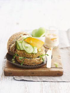 Hamburger di lenticchie rosse, gustosi e perfetti per chi segue un'alimentazione vegana o vegetariana: scopri la ricetta per realizzarli in casa.