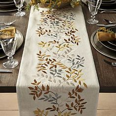The Idiot's Guide to a Bomb Thanksgiving Table (Hint: Runners!) - - The Idiot's Guide to a Bomb Thanksgiving Table (Hint: Runners! Hand Embroidery Videos, Embroidery Flowers Pattern, Hand Embroidery Patterns, Ribbon Embroidery, Machine Embroidery, Gold Table Runners, Table Runner And Placemats, Table Runner Pattern, Fall Table