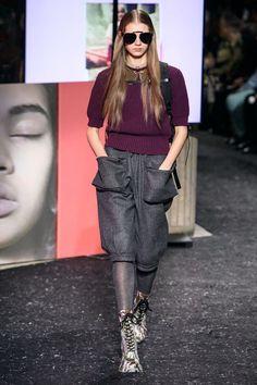 Miu Miu Fall 2019 Ready-to-Wear Fashion Show - Vogue Fashion Week Paris, Runway Fashion, Miu Miu, Miuccia Prada, Knitwear Fashion, Knit Fashion, Casual Outfits, Fashion Outfits, Dolly Parton