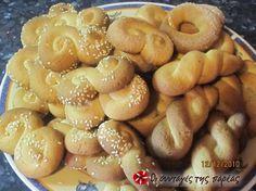 Μοσχομυριστά κουλουράκια! #sintagespareas Greek Sweets, Greek Desserts, Greek Recipes, Baking Recipes, Cookie Recipes, Healthy Recipes, Greek Cookies, Biscotti Cookies, Bread And Pastries