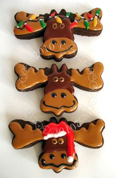 CookieCrazie: Christmas Mestel Mestel Mestel Berry, I think I gave you this cookie cutter. Fancy Cookies, Iced Cookies, Cut Out Cookies, Cute Cookies, Frosted Cookies, Christmas Moose, Christmas Goodies, Christmas Treats, Christmas Sugar Cookies