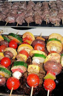 Beef and Vegetable Shish Kabob with Rice Rice Recipes, Beef Recipes, Vegan Recipes, Vegan Food, Healthy Food, Veggie Skewers, Shish Kabobs, Good Food, Yummy Food