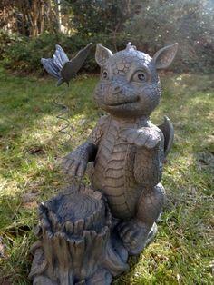 Sitting Dragon With Butterfly Garden Ornament Foto Fantasy, Fantasy World, Fantasy Art, Dragon Statue, Dragon Art, Fantasy Creatures, Mythical Creatures, Dragon Garden, Dragon's Lair