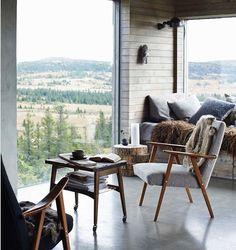 hygge window seat // my scandinavian home: A magical Norwegian mountain cabin Scandinavian Interior Design, Scandinavian Home, Home Interior Design, Interior And Exterior, Slow Design, Deco Design, Concrete Floors, Cozy House, Interior Inspiration