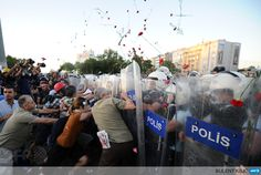 TURKEY, Istanbul: Turkish protesters clash with Turkish riot policemen on Taksim square in Istanbul on June 22, 2013. Turkish police used water cannon today to disperse thousands of demonstrators who had gathered anew in Istanbuls Taksim Square, calling for the resignation of Prime Minister Recep Tayyip Erdogan. AFP PHOTO/BULENT KILIC