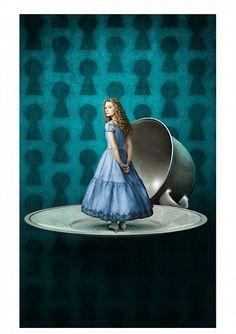 Alice Tim Burton    http://www.slashfilm.com/tim-burtons-alice-in-wonderland-logo-and-high-resolution-photosconcept-art/