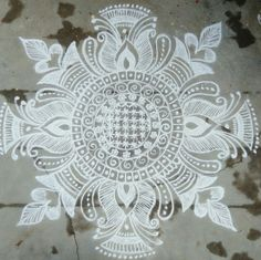 Indian Rangoli Designs, Rangoli Designs With Dots, Beautiful Rangoli Designs, Padi Kolam, Kolam Rangoli, Rangoli Colours, Free Hand Rangoli Design, Muggulu Design, Floor Art