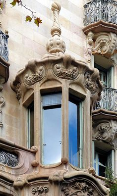 Barcelona - Diagonal 442 c 1 a | Casa Comalat. Modernisme