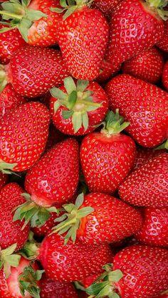 Strawberry Fruit, Strawberry Fields, Strawberry Tattoo, Strawberry Margarita, Aesthetic Iphone Wallpaper, Aesthetic Wallpapers, Strawberry Background, Food Wallpaper, Wallpaper Lockscreen