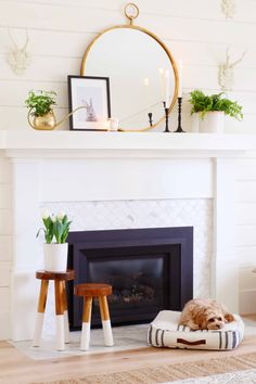 Simple Mantel Decorating Ideas for Spring! Check out these easy and timeless ideas for transitioning your decor for Spring! fireplace decor Simple Mantel Decor for Spring - Modern Glam - Interiors Decor, Simple Fireplace, Fireplace Mantle Decor, Fireplace Design, Mantle Decor, Spring Home Decor, Home Decor, Decorating Your Home, Fireplace